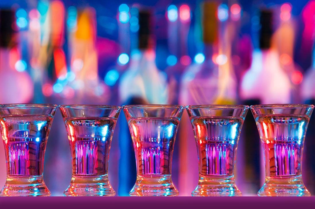 Tattletale-Lounge-Shots-at-the-Bar